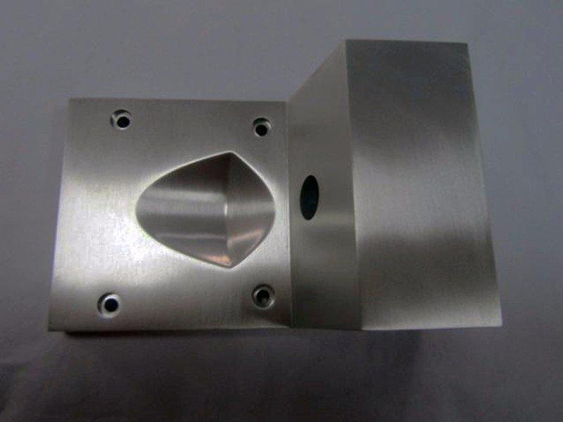 大件铝制工业零件